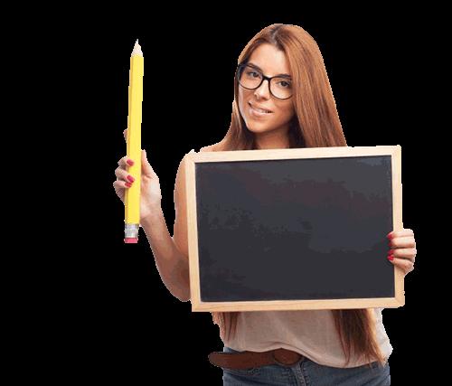 Maestra con lápiz y pizarra