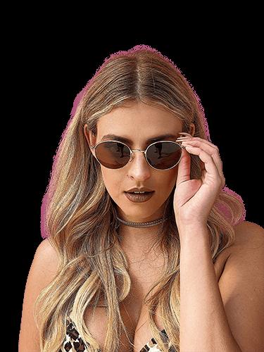 Rubia con lentes