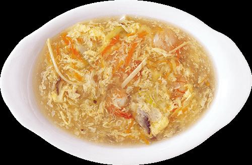 Sopa en plato blanco